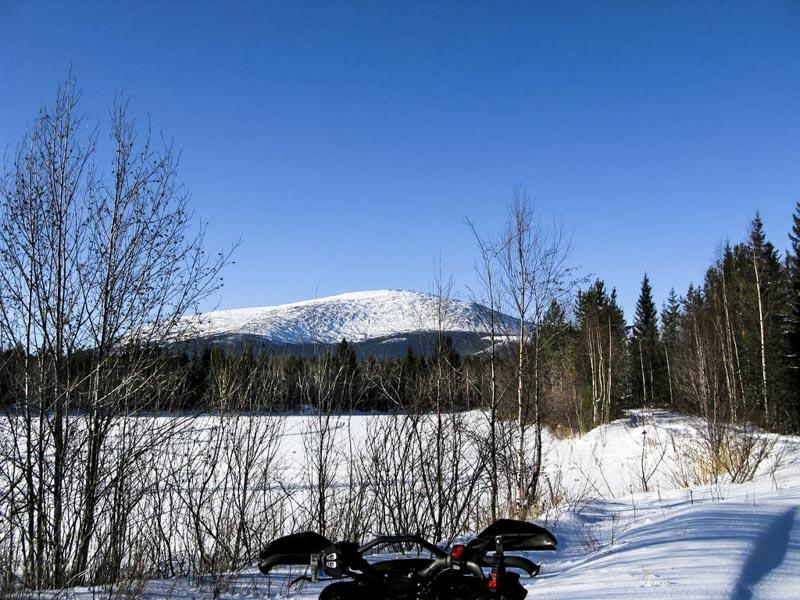 Зимний вид на гору
