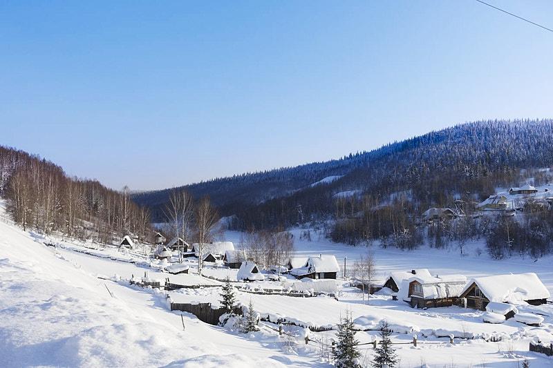 Посёлок на реке Усьва зимой