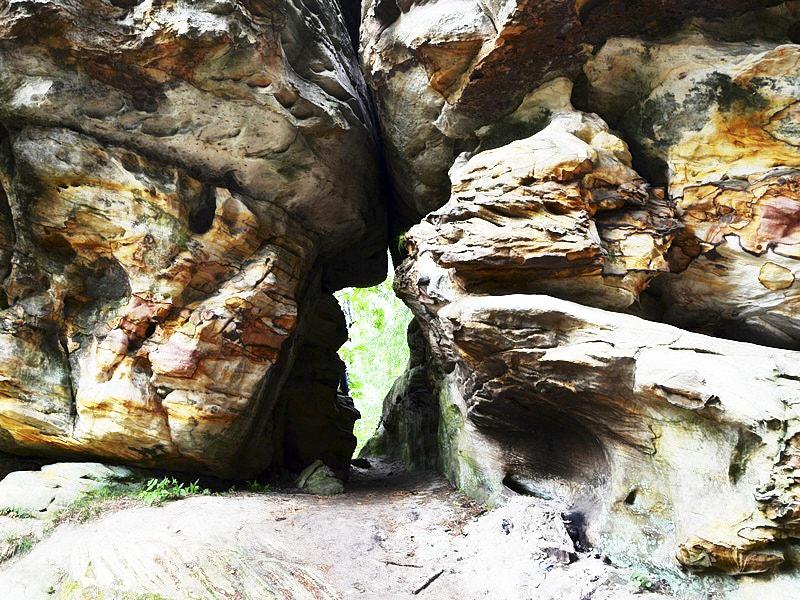 Проход в скалах Каменного города