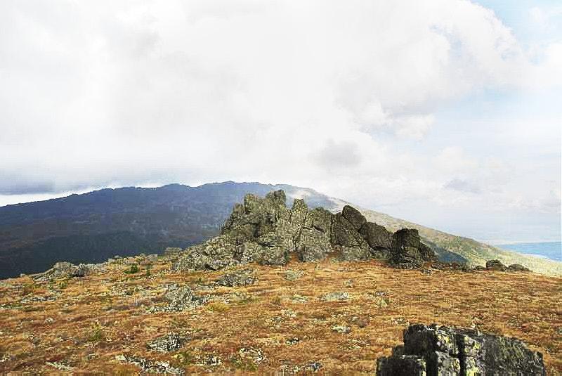 На вершине горы Семичеловечья