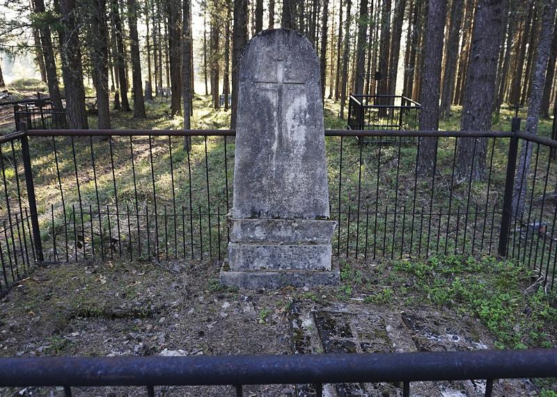 Мостовое кладбище в Молебском треугольнике