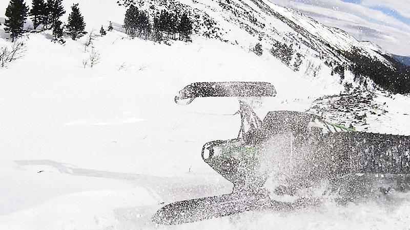 Снегоход переворачивается