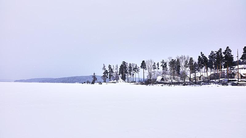 Озеро Таватуй и посёлок Калиново зимой